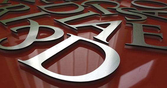 Nagyformátumú kültéri nyomtatás – Plasztikus betűk
